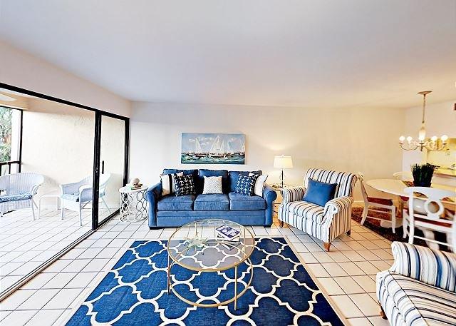 Bright Condo w/ 2nd-Floor Balcony & Pool Access, 1.5 Miles to Tigertail Beach, location de vacances à Goodland