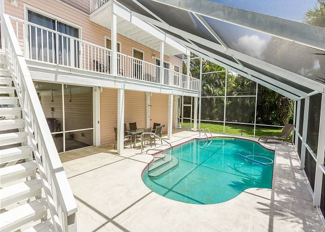 Group Getaway w/ Private Pool & Lanai - Walk to Fort Myers Beach & Estero Bay, holiday rental in Fort Myers Beach