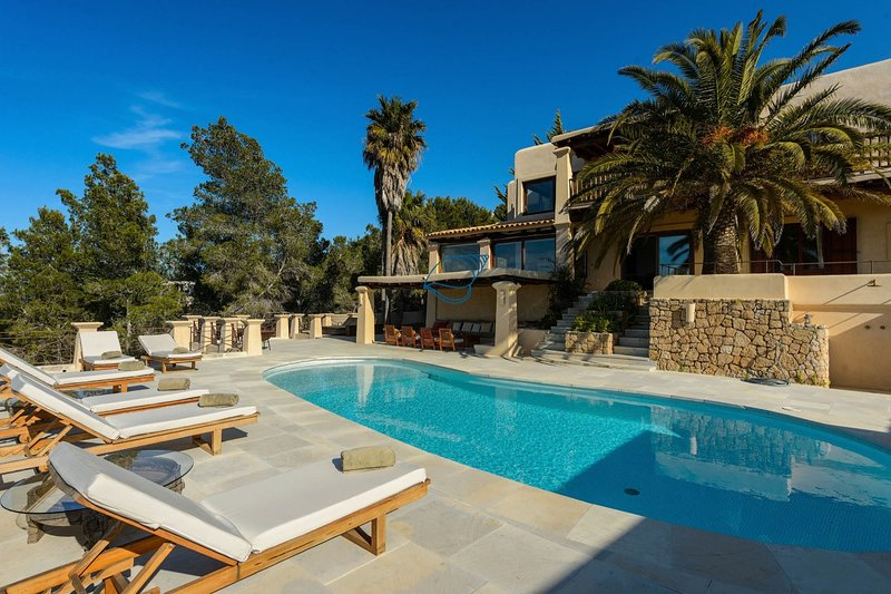 Private  Luxury with Spectacular Views 6 bedroom 6 bathroom large pool area, holiday rental in Cala Comte