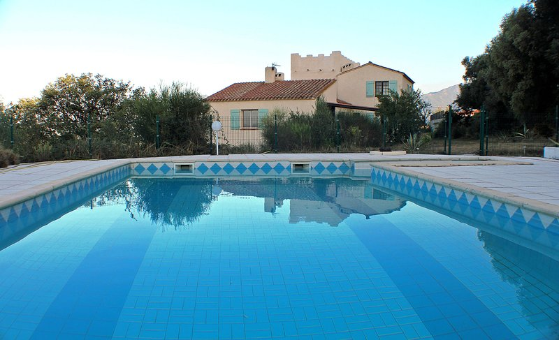 Mas Natura French Cottage Argeles - Perpignan - Espagne, holiday rental in Ortaffa