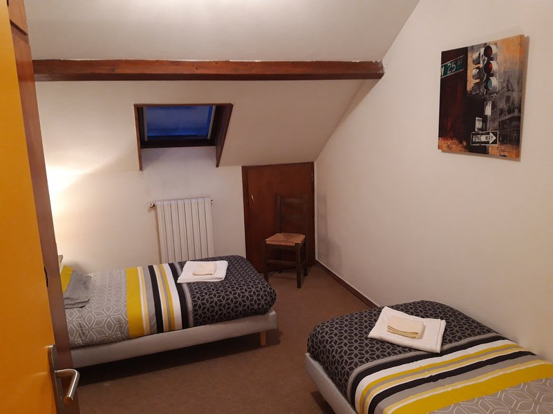 Confortables chambres twins au centre ville de Lourdes – semesterbostad i Bartres