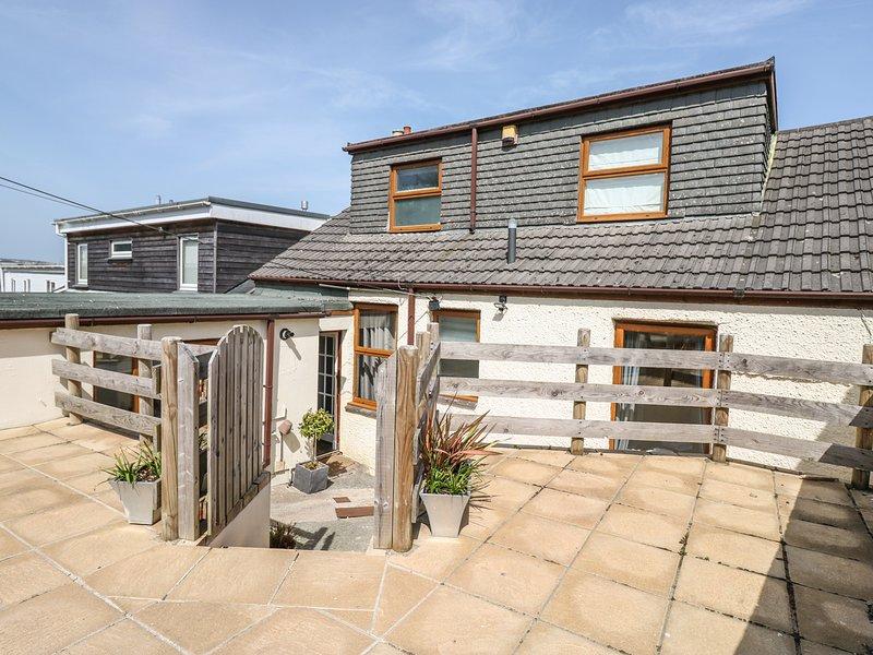GWAVAS LAKES, incredible sea views, WiFi, open fire, in Newlyn, vacation rental in Newlyn