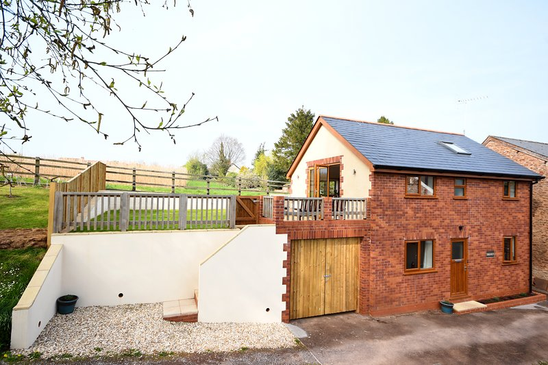 Bright, tranquil cottage, holiday rental in Cotford St Luke