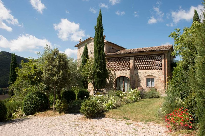 La Buia Villa 'The Tobacco Tower' Umbria - Luxury in a Beautiful Hidden Valley, holiday rental in Citerna