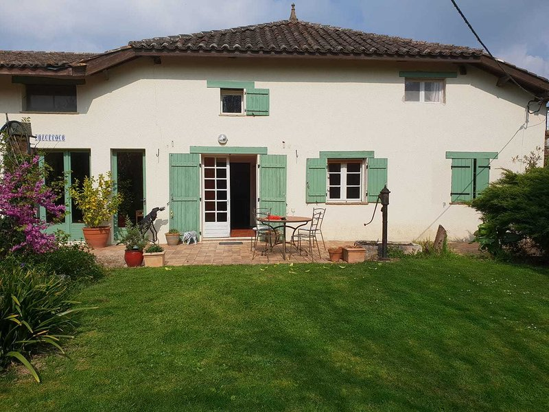 Chauffour Farmhouse, vacation rental in Lussat