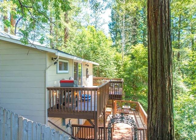'Summit Sanctuary' Stunner, New, Decks!, vacation rental in Duncans Mills