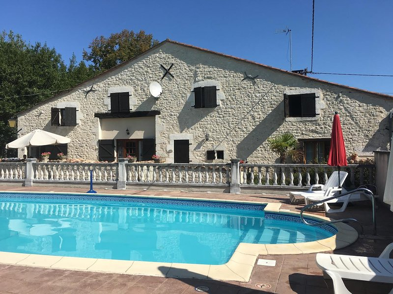 GITES LES GRANGES 'CLEMATITE', vacation rental in Saint-Quentin-De-Caplong