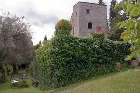 Frantoio dell'Arte in medieval tower house, vacation rental in Rignano sull'Arno
