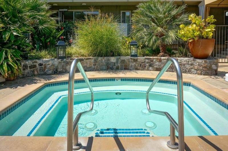ULTIMATE BAY AREA ESCAPE! COZY 1BR SUITE, POOL, BREAKFAST, CLOSE TO ATTRACTIONS, location de vacances à Marin County