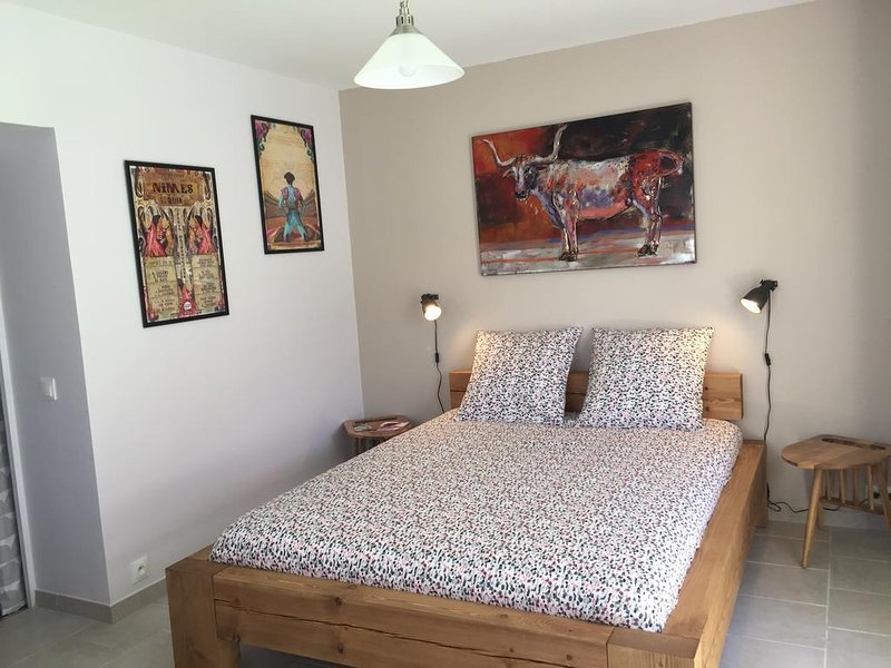 Chambre B&B indépendante entre Nîmes & Montpellier, holiday rental in Aigremont
