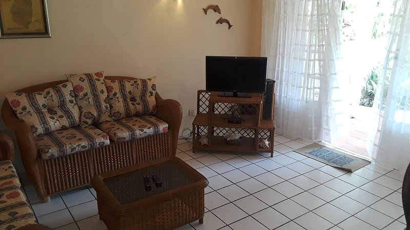 Condominium on Garden & Pool, between marina and beach., holiday rental in Gros Islet