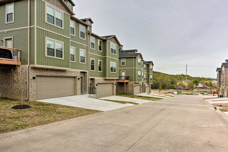 This newly built townhome is just mintues to UARK campus & downtown.