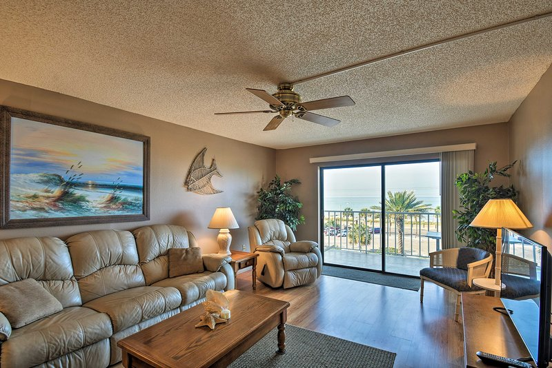 Escape to Madeira Beach and stay at this nautical 2-bedroom, 2-bath condo!