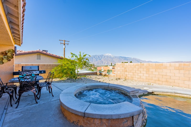 ⛱Mineral Water Pool+Hottub⛱2 Cal Kings★BBQ★SmartTV★ Pet & Cannabis Friendly★, alquiler de vacaciones en Greater Palm Springs