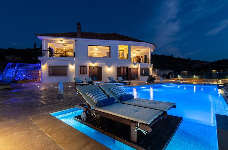Jessica Luxury Villa with Private Pool, vacation rental in Volimes