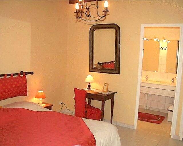Suite Familiale La Voute --- Chambres d hotes Les Salamandres, casa vacanza a Montlivault