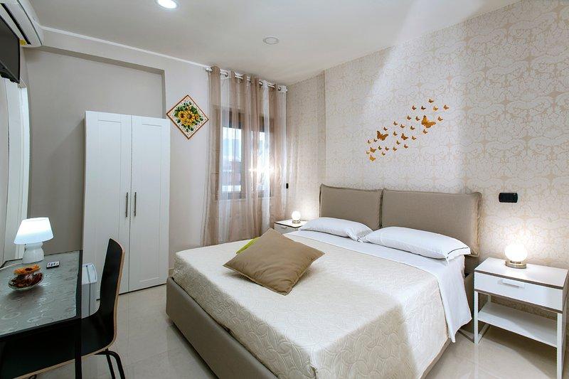 B&B Relax In Pompei - Room Girasole (MAX 2 OSPITI), alquiler vacacional en Angri