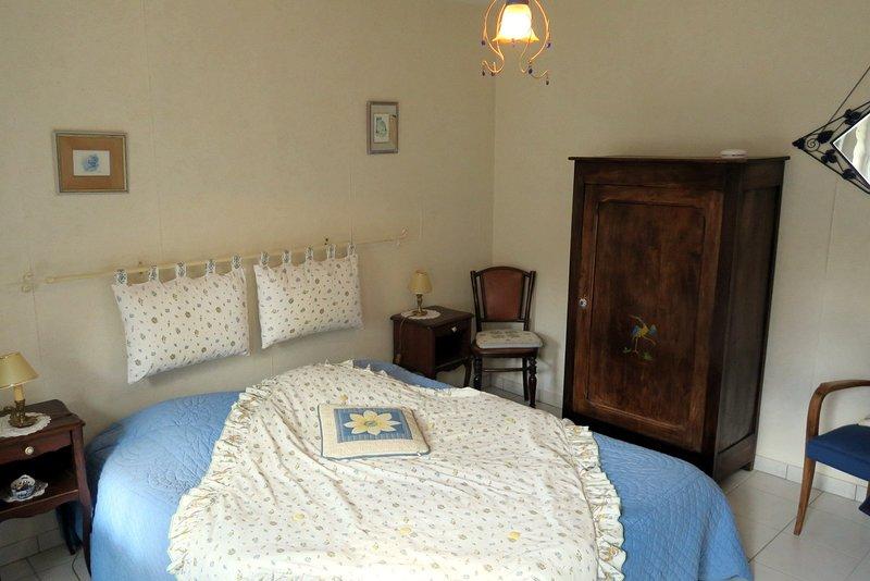 Chambre Le Logis -----Chambres d hotes Les Salamandres, vacation rental in Mer
