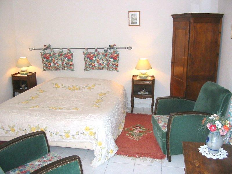 Chambre le Puits ---- Chambre d hotes les Salamandres, vacation rental in Mer
