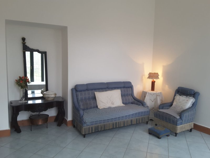 Beautiful apartment with terrace, location de vacances à Pignola