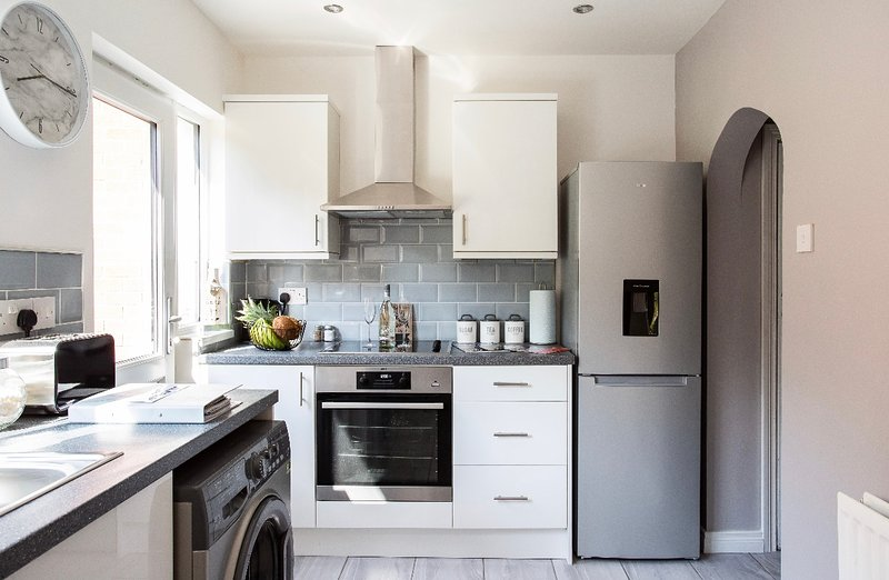 Newly Refurbished Belfast Home - Sleeps 4/Close to Centre/Free Parking, holiday rental in Belfast