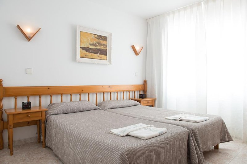 Cozy Apartment with Pool on the beach, vacation rental in Santa Eulalia del Río