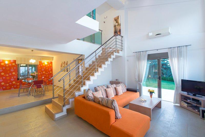 Skouloufia Chateau Sleeps 8 with Pool and Air Con - 5757157, alquiler de vacaciones en Pikris