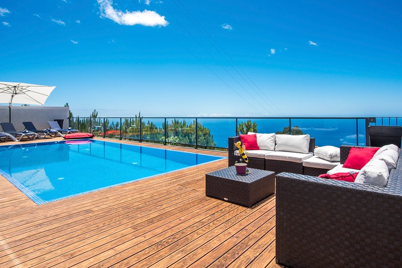 Prazeres Villa Sleeps 8 with Pool - 5785424, casa vacanza a Jardim do Mar