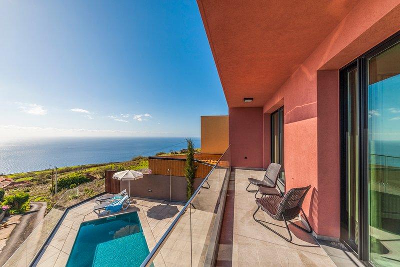 Jardim Pelado Villa Sleeps 6 with Pool and Air Con - 5784164, casa vacanza a Jardim do Mar