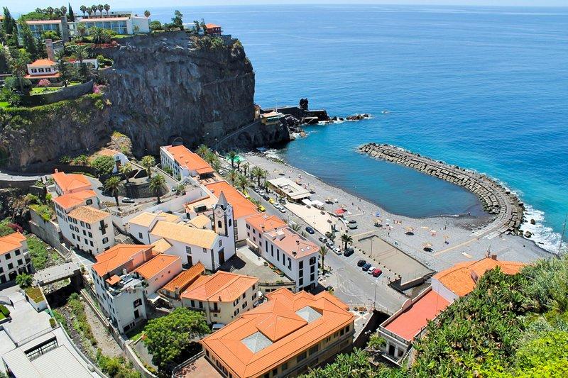 Ponta do Sol Villa Sleeps 7 with Pool - 5772818, Ferienwohnung in Canhal
