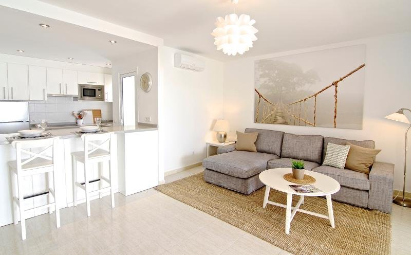 Luxury Apartment Suite, Los Charcos 111, holiday rental in Costa Teguise
