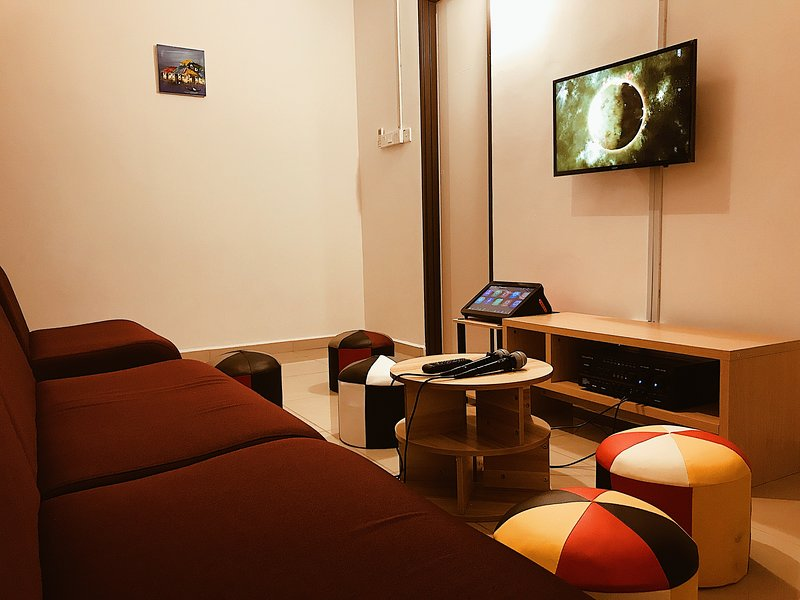Small KTV room so that you can enjoy singing anytime!