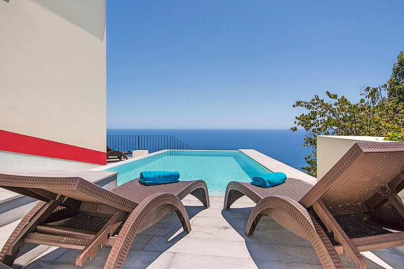 Estreito da Calheta Villa Sleeps 8 with Pool - 5774481, holiday rental in Prazeres
