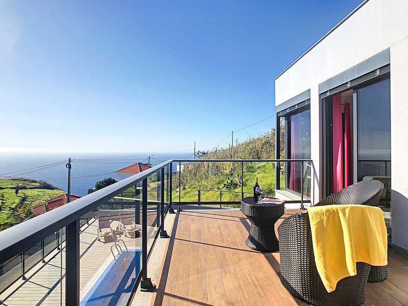 Jardim Pelado Villa Sleeps 6 with Pool - 5787017, holiday rental in Estreito da Calheta