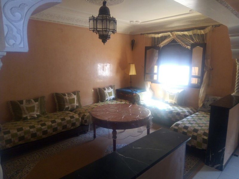 Big apt with garden & terrace, vacation rental in Ait Melloul