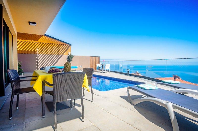 Jardim Pelado Villa Sleeps 6 with Pool and Air Con - 5784165, casa vacanza a Jardim do Mar