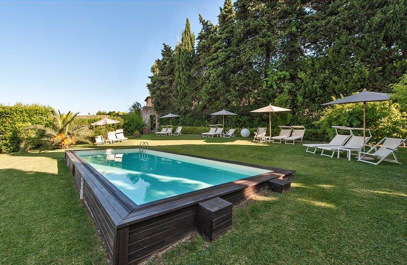 Monteggiori Chateau Sleeps 17 with Pool and Air Con - 5713837, vacation rental in Monteggiori
