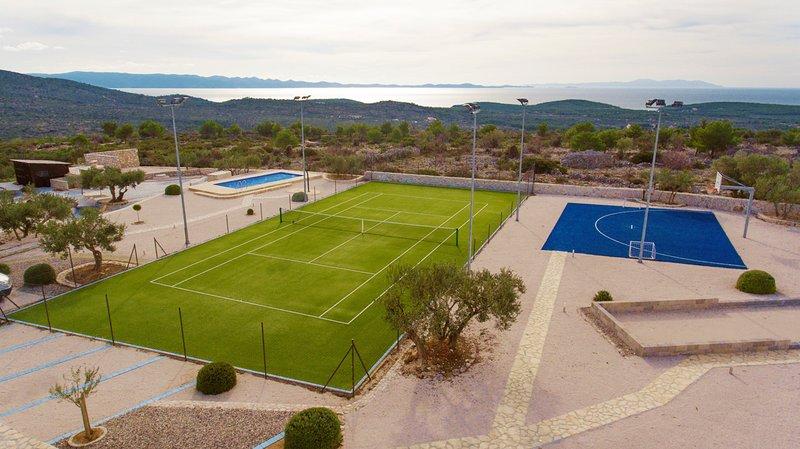 Milna Villa Sleeps 10 with Pool and Air Con - 5784563, vacation rental in Bobovisca na Moru