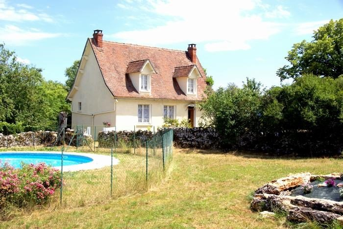 Nice villa with swimming-pool, holiday rental in Rignac