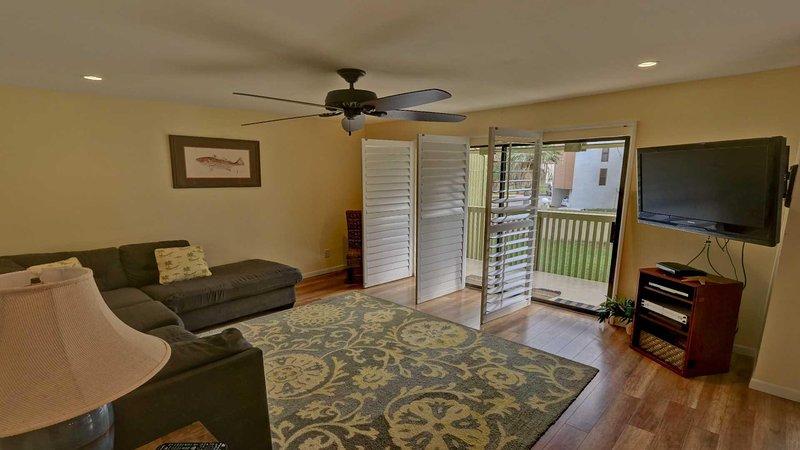 Ventilador de techo, pantalla, transporte, alfombra, sofá