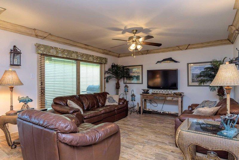 Camera, interni, soggiorno, ventilatore a soffitto, schermo