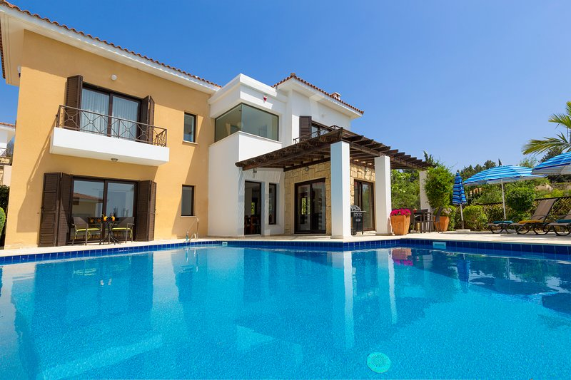Lemon Tree Villa - Luxurious 3 Bed, 3 Bath Villa just 500m from Tala Village Sq, holiday rental in Tala
