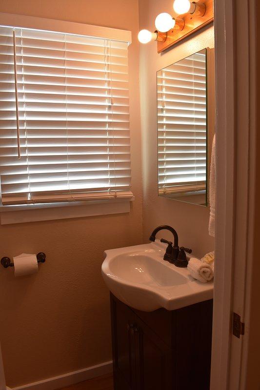 340 Hollister, medio baño en el dormitorio 1 - 340 Hollister Pismo Beach Alquiler de vacaciones