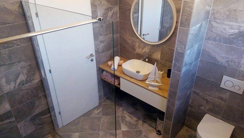 A4 (4 + 2): baño con inodoro.