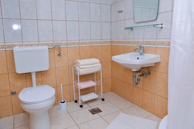 A7 (2 + 1): baño con inodoro.