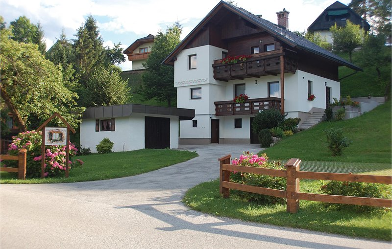 Amazing apartment in Bled with WiFi and 2 Bedrooms (SGR150), holiday rental in Radovljica