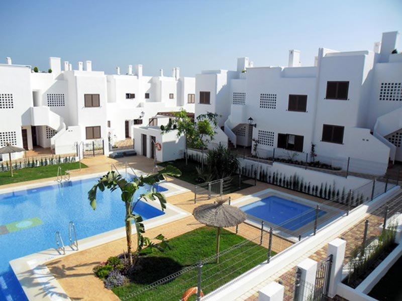 Mar De Pulpi 125 - Luxury apartment only 2 mins walk to the beach. WIFI/AIRCO, holiday rental in El Pozo del Esparto