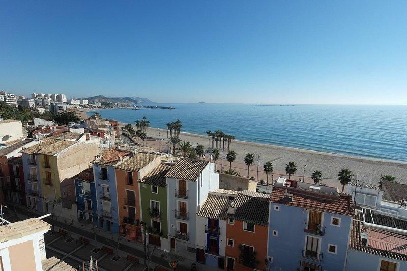 CS92. Gran apartamento con 2 terrazas y vista Mediterráneo – semesterbostad i Villajoyosa