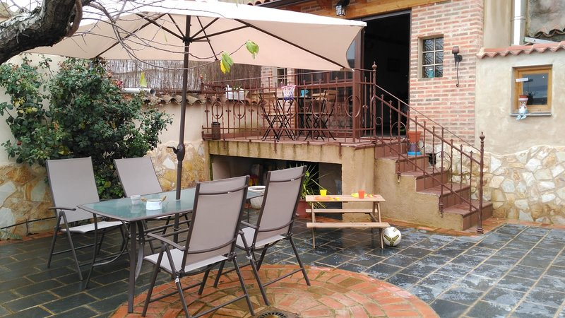 Beautiful house with garden & Wifi, holiday rental in Castronuno