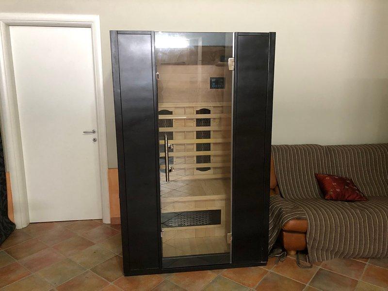 La sauna è disponibile solo su prenotazione, al costo giornaliero di Euro 20,00 o Euro 100,00 per la settimana.